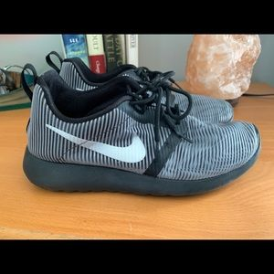 Nike Shoes. Black and Silver. Excellent. 5Y.